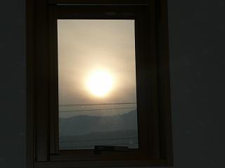小窓から太陽