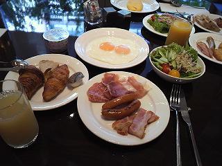庭のホテルの朝食