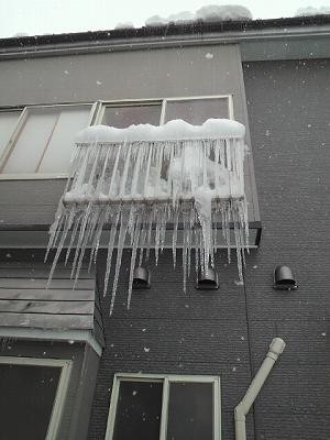 凍りつく窓まわり②