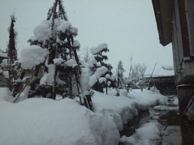 雪が降ったり止んだり