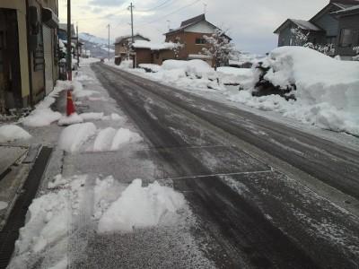 道路も凍りついている