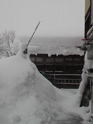 雪が積もるばかりの蔵