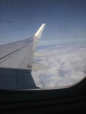 雲の上を飛行