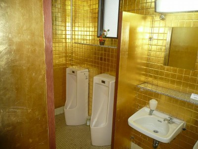 金箔のトイレ